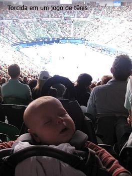 torcida concentrada no jogo de tênis